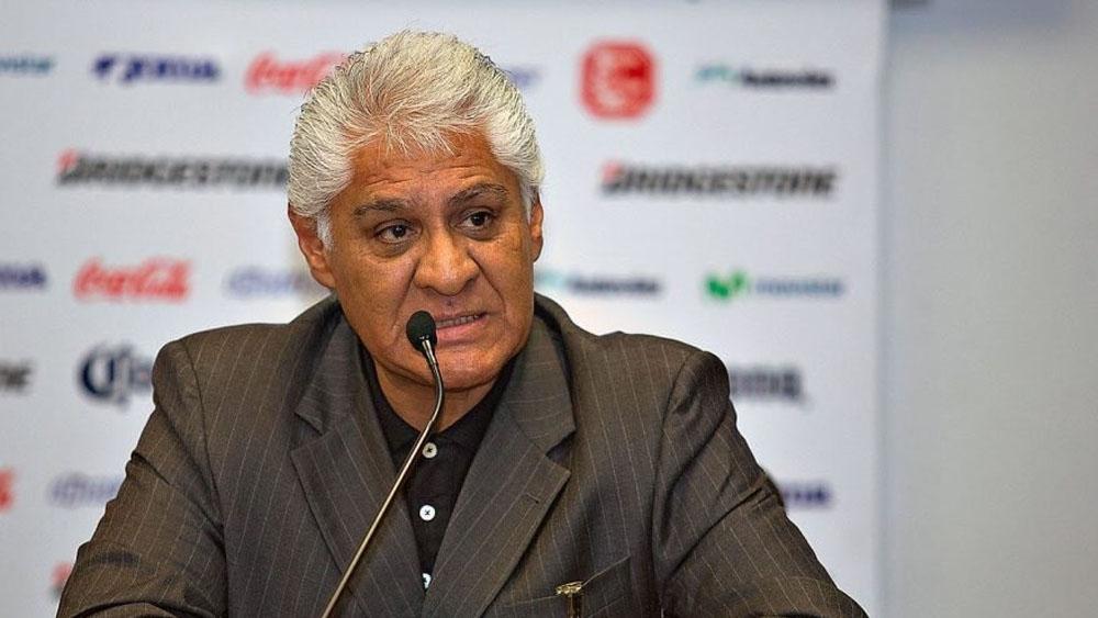 Adeudos económicos provocaron salida de Memo Vázquez de Veracruz