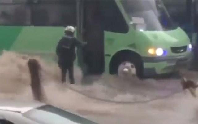 #Video Inundación en la Picacho-Ajusco se lleva a motociclista - Foto Captura de Pantalla