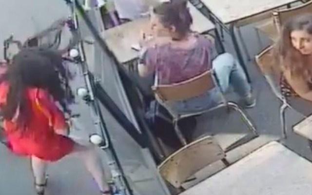 Francia aprueba ley contra acoso tras caso de mujer golpeada en la calle