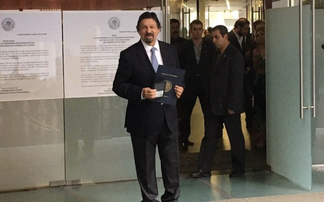 Gómez Urrutia reaparece en México para registrarse como Senador - Foto de Milenio