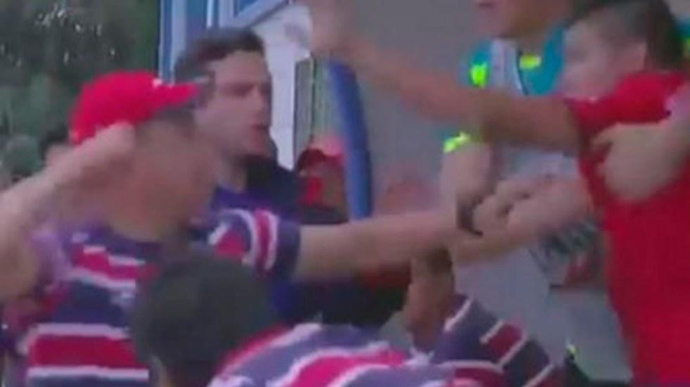 Video Asistente técnico y jugador pelean durante partido