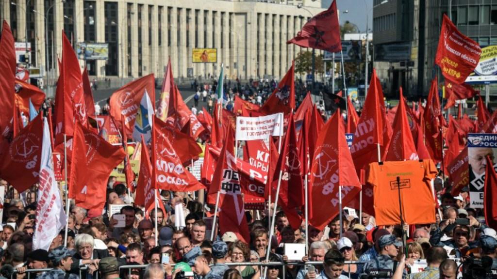 Miles se manifiestan en Moscú por aumento a edad de jubilación - Foto de AFP/Vasily Maximov