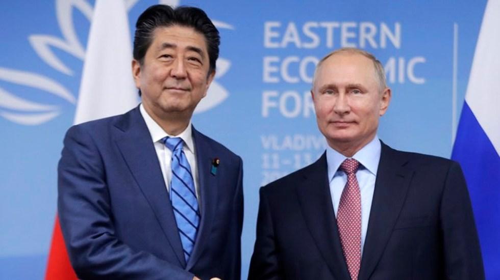 Abe y Putin se reunirán para analizar tratado de paz - Foto de AP