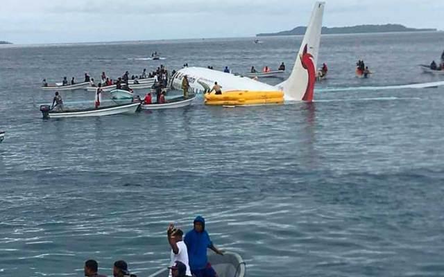 #Video Avión comercial acuatiza en isla de Micronesia