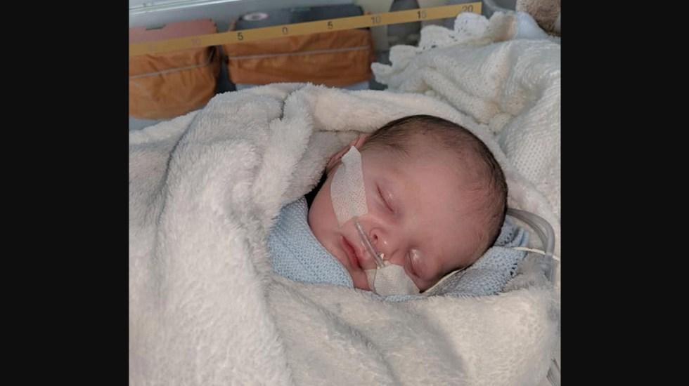 Bebé enferma gravemente por un beso