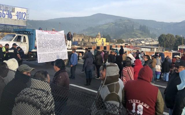 Ejidatarios bloquean la Autopista México-Puebla - Foto de Internet