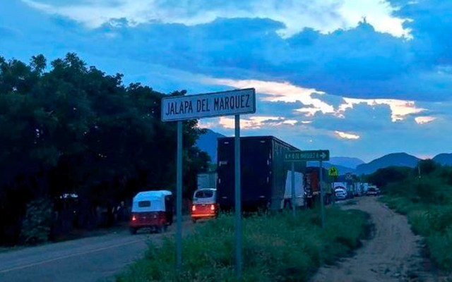 Transportistas retiran bloqueos en carreteras de Oaxaca
