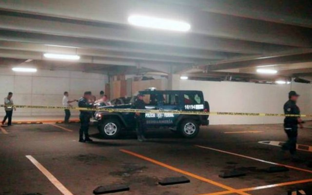 Hallan cadáver en vehículo abandonado en supermercado de Acapulco - Foto de El Sol de Acapulco