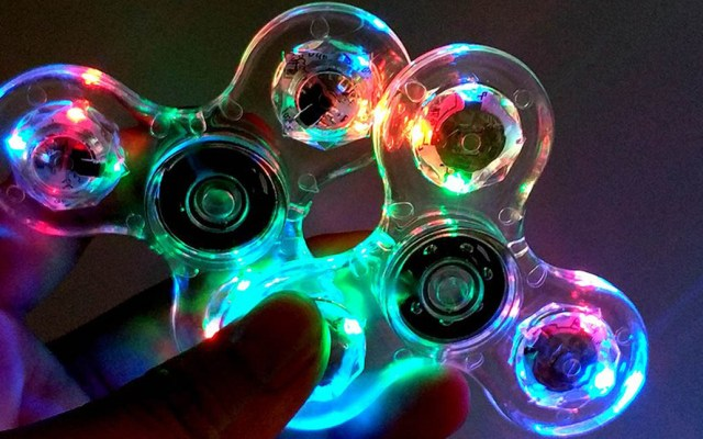 Niño muere tras incidente con Fidget Spinner luminoso - Fidget Spinner luminoso. Foto de Internet