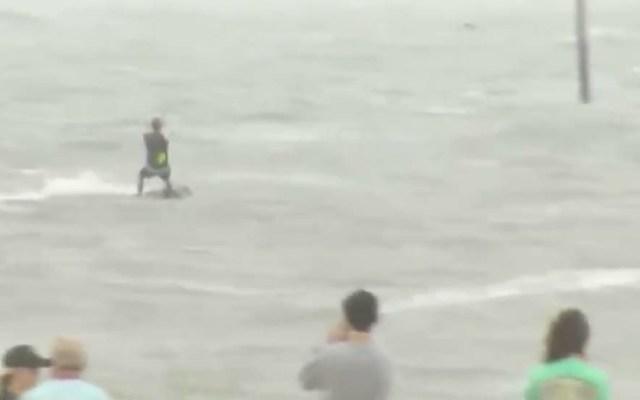 #Video Aprovechan los vientos de Florence para practicar kitesurf - Captura de pantalla