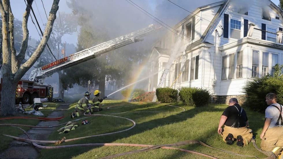 Incendios en comunidades de Massachusetts dejan al menos un muerto - Foto de WGBH
