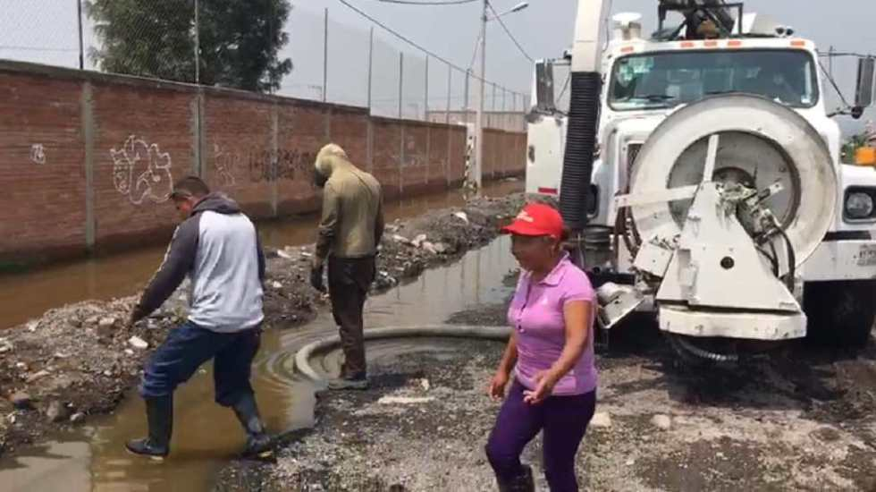 Inundación en escuela de Chalco mantiene a niños sin clase