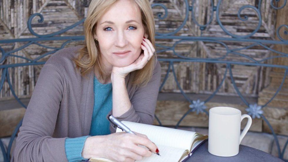 JK Rowling demanda a ex asistente por usar tarjeta para gastos personales - JK Rowling demando a su exasistente