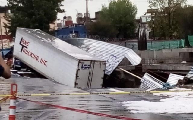 Se abre socavón tras fuerte lluvia en avenida Oceanía de la Ciudad de México - Foto de @stevancito03