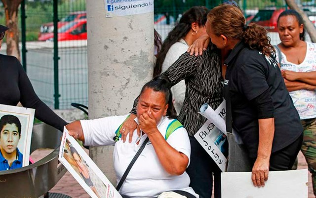 Familiares de desaparecidos protestan por trato indigno a cadáveres en Jalisco - Foto de Cuartoscuro
