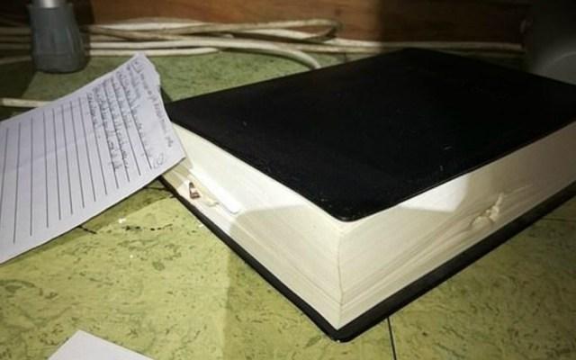 Biblia salva a mujer de la muerte en Sudáfrica - Foto de Daily Mail