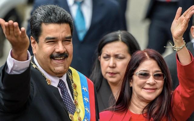 Estados Unidos sancionará exportaciones de oro de Venezuela - Nicolás Maduro y su esposa, Cilia Flores. Foto de Juan Barreto/AFP