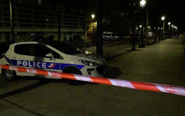 Ataque con arma blanca en París deja 7 heridos