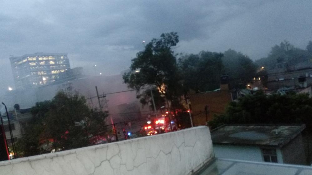 Incendio en Plaza Zentralia de Iztapalapa. Noticias en tiempo real