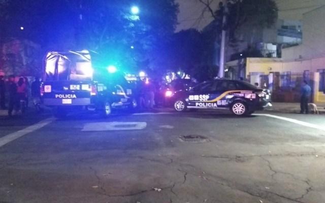 Asesinan a dos personas y hieren a otra en la Ciudad de México - Foto de @fredo_sanchez