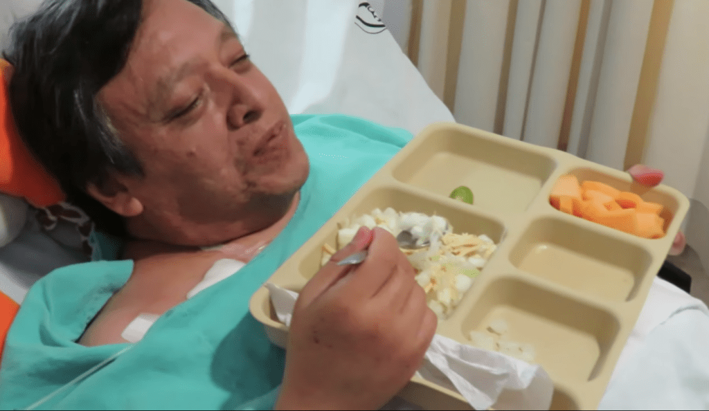 IMSS sirve pozole a pacientes
