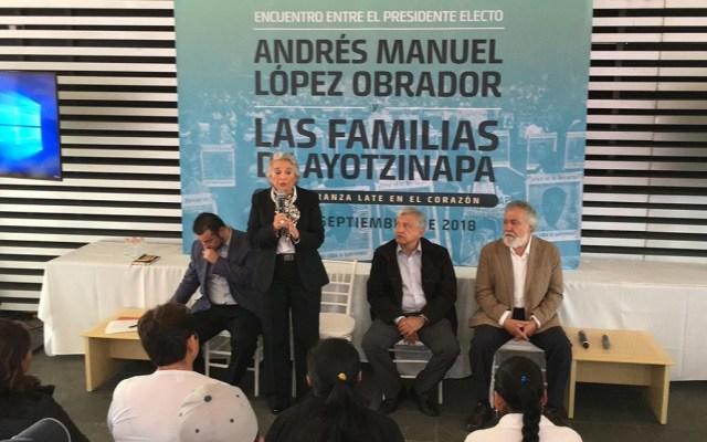 Sánchez Cordero aclara que Comisión de la Verdad no podrá sancionar - Sánchez Cordero en reunión con padres de los 43 normalistas desaparecidos. Foto de Internet