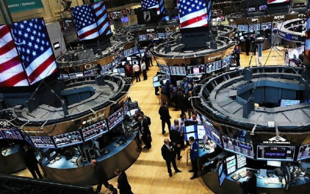 Amenaza de Trump a China desploma Wall Street - Interior de la bolsa de Wall Street. Foto de Internet