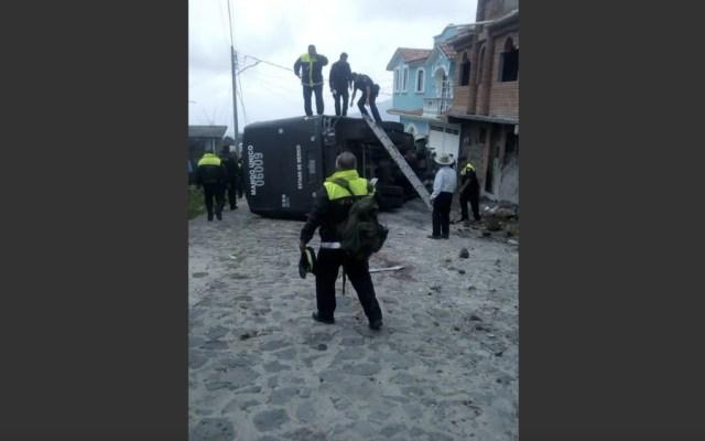 Accidente carretero deja siete policías mexiquenses heridos y uno muerto - Accidente carretero deja siete policías mexiquenses heridos y uno muerto