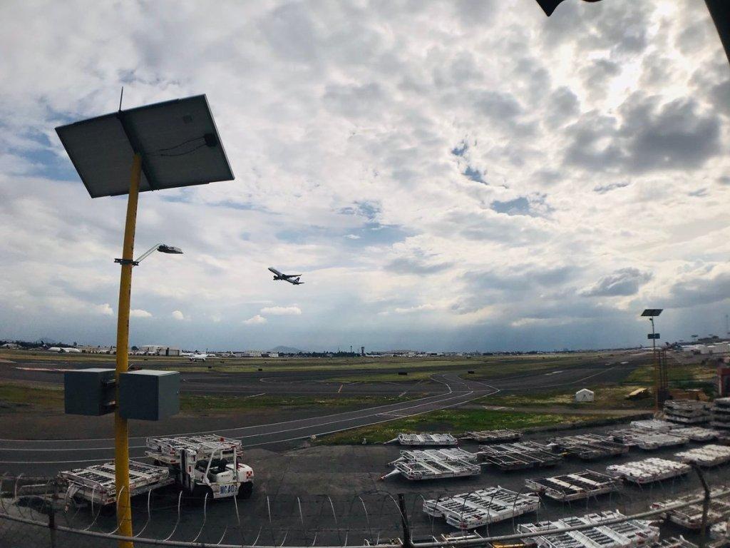 ASPA advierte de riesgos y afectaciones a empleos de pilotos por cancelación del NAIM - Foto de Tania Villanueva/ López-Dóriga Digital