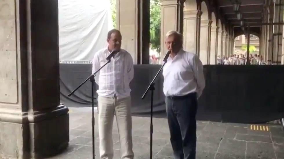 """""""No me casé yo"""": López Obrador sobre boda de César Yáñez - López Obrador con Cuauhtémoc Blanco"""