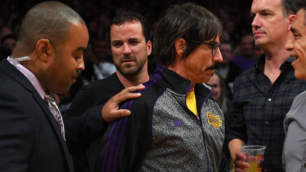 Anthony Kiedis es expulsado de partido de la NBA