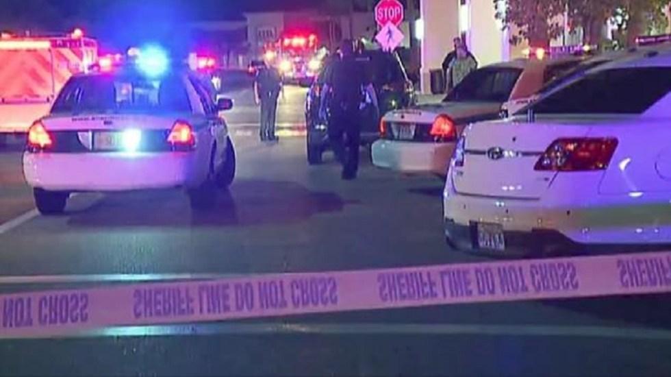 Asesinan a padre e hijo en centro comercial de Florida - Policía de Fort Myers en centro comercial donde ocurrió el asesinato. Foto de Fox News