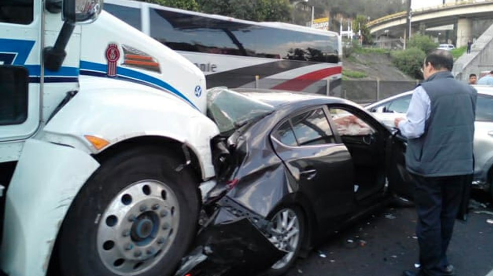 Carambola de 10 vehículos en Puerta Santa Fe - Carambola