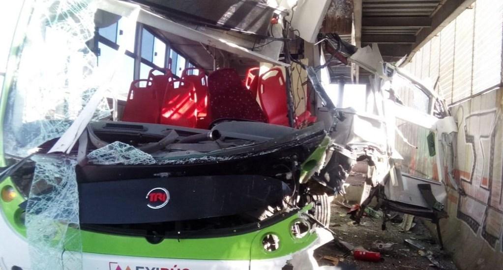 Lesionados por choque de Mexibús tienen cubiertos los gastos médicos - Se presume que el choque del Mexibús fue por exceso de velocidad. Foto de Twitter