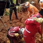 Deslave a consecuencia de las lluvias mata a seis en Colombia - Cuatro adultos y dos menores de edad murieron por un deslave en Santander, Colombia. Foto de @PoliciaDEMAM