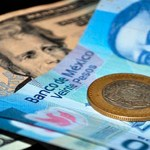 Dólar rompe piso de los 19 pesos