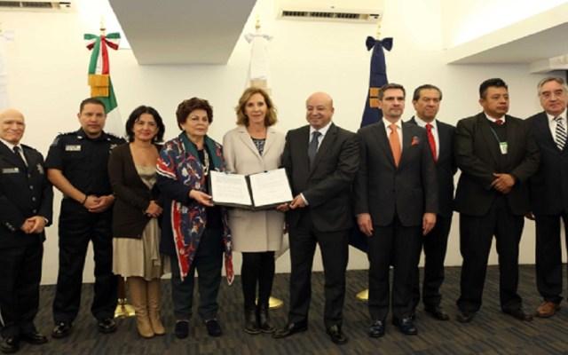Organizaciones civiles terminan convenio con Comisión de Seguridad - Firma del convenio entre CNS y organizaciones civiles. Foto de Internet