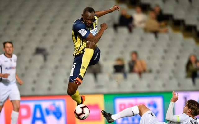 #Video Bolt hace doblete en su primer partido como titular en Australia - Foto de PETER PARKS / AFP
