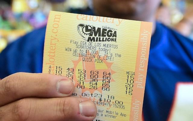 Lotería de EE.UU. rompe récord de premio con mil 537 mdd - Billete de lotería. Foto de AFP / Frederic J. Brown