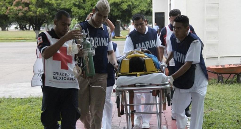 Rescatan a hombre que sufrió accidente en costas michoacanas - Foto de Twitter Semar