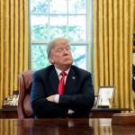 """Trump asegura que caravana de migrantes está llena de """"criminales"""" - Donald Trump desde su oficina oval. Foto de AFP / Saul Loeb"""