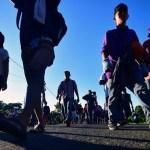 Defensores piden privilegiar medidas humanitarias a migrantes - Migrantes caminan hacia Oaxaca rumbo a EE.UU. Foto de AFP / Pedro Pardo