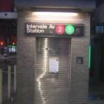 Escalera mecánica estrangula a hombre en Nueva York - Foto de Pix11