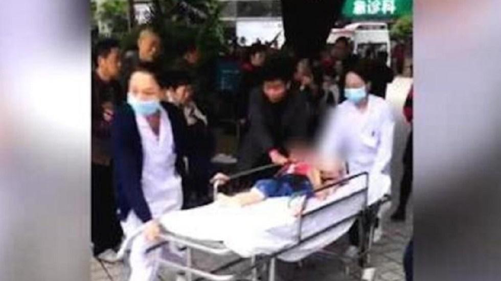 #Video Mujer acuchilla a 14 niños en kinder de China - Liu, de 39 años, irrumpió en un kinder para acuchillar a los niños. Captura de pantalla