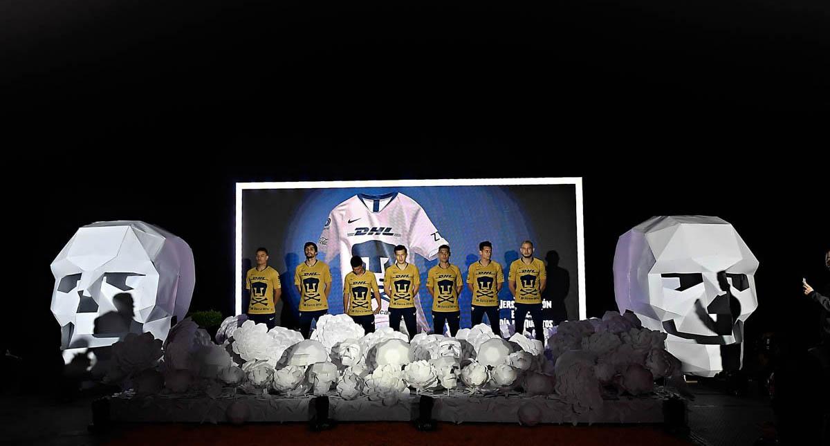 Presentan playera de Pumas conmemorativa al día de muertos