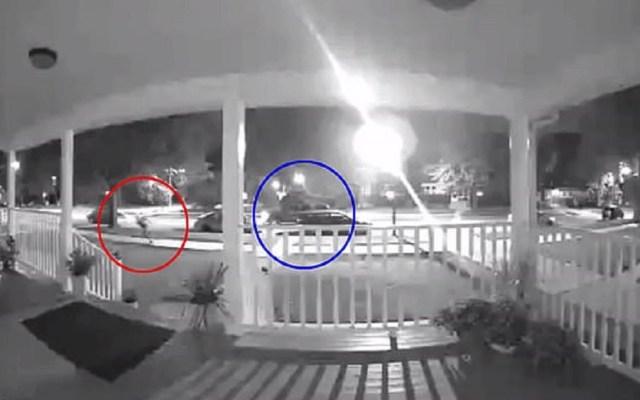 "#Video Policía balea a joven autista desarmado por notarlo ""sospechoso"" - Momento en que policía dispara a joven autista en Chicago. Captura de pantalla"