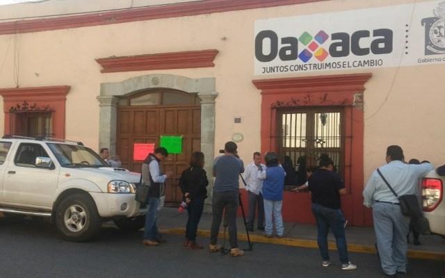 Médicos y enfermeras se van a paro indefinido en Oaxaca - Protesta de médicos en Oaxaca. Foto de Twitter