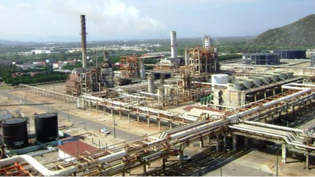 Corto circuito en refinería de Salina Cruz deja tres lesionados - corto circuito en refinería de salina cruz deja tres heridos