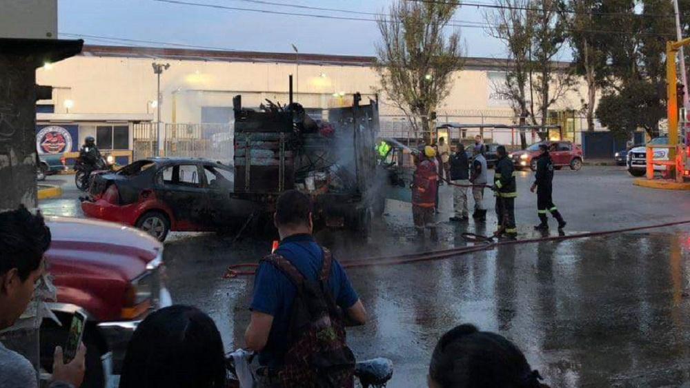 #Video Se incendian dos vehículos tras choque en Tultitlán - Accidente sobre la Vía López Portillo. Foto Especial