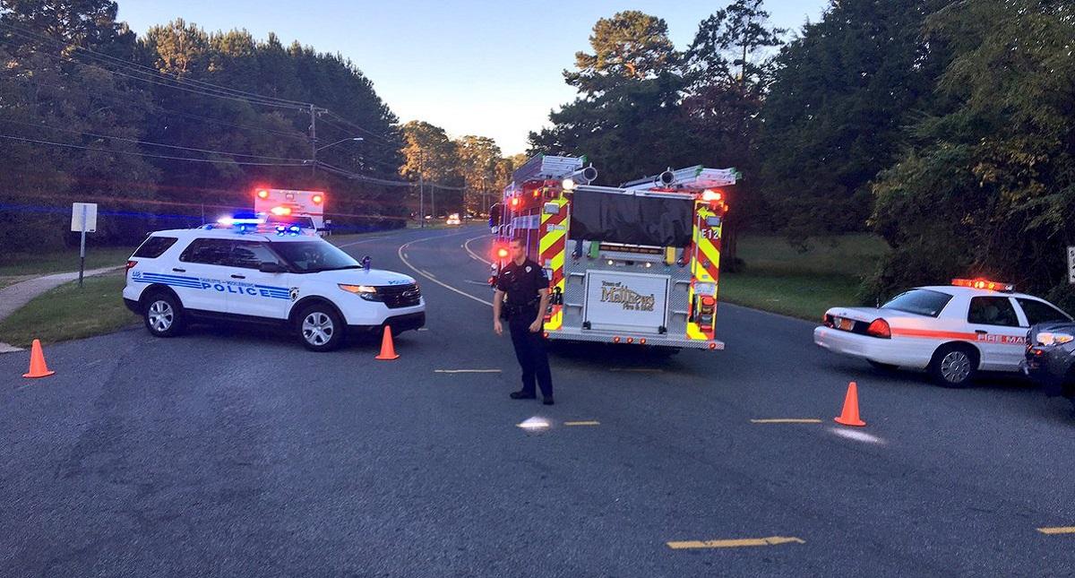 Servicios de emergencia en los alrededores de secundaria tras reporte de disparos. Foto de @MBarberWSOC9